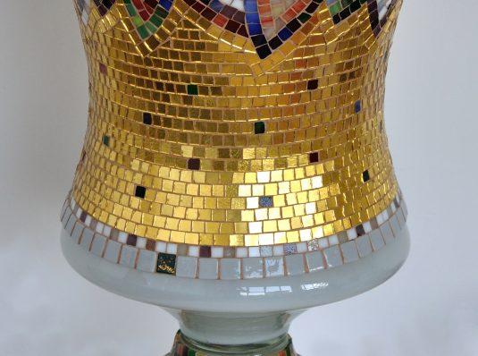 Vas decorativ placat cu mozaic de aur