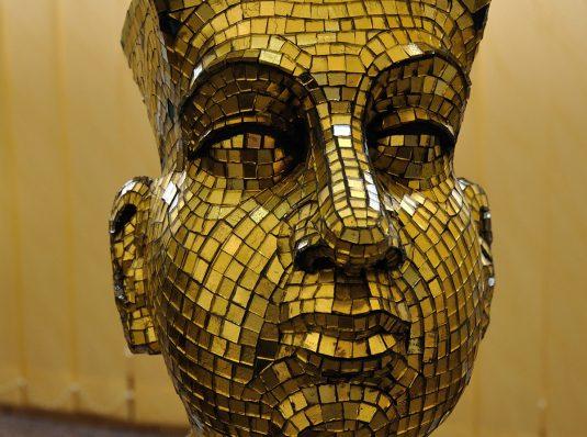 Statueta placata cu mozaic de aur de 24 karate